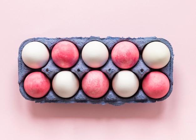 분홍색과 흰색 컬러 부활절 달걀 무료 사진