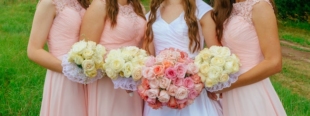 Pink bridesmaid posies Premium Photo