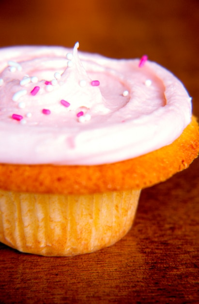 Pink frosted cupcake Premium Photo