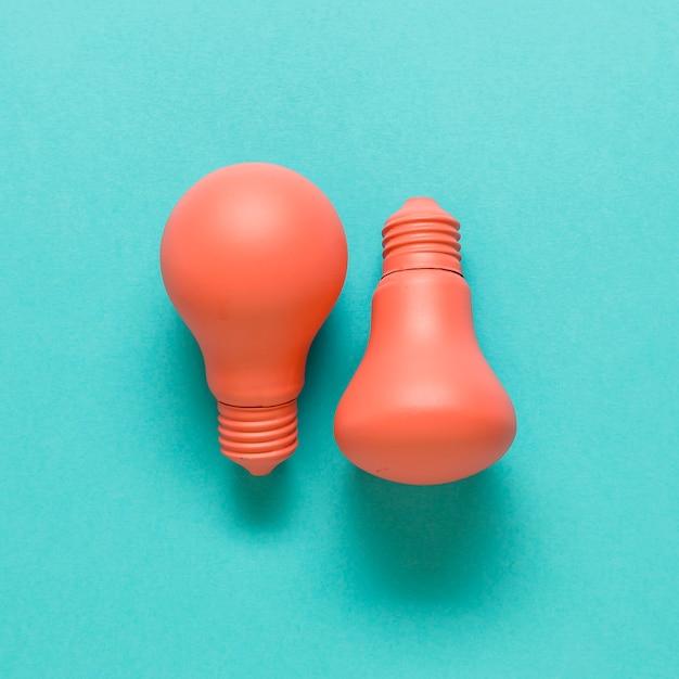 色付きの表面にピンクのランプ 無料写真