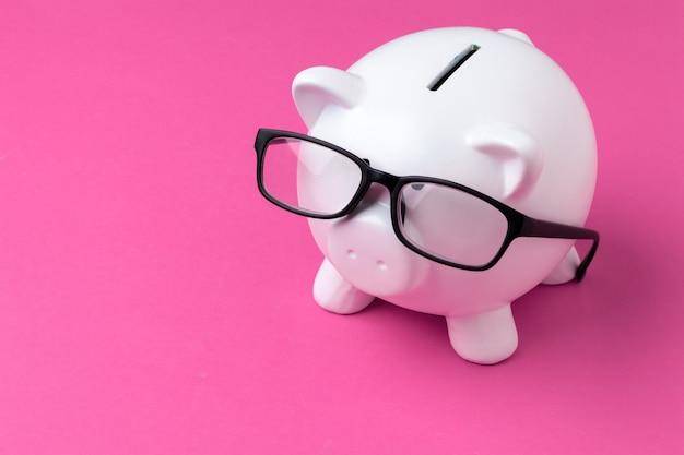 Pink piggy bank with glasses Premium Photo