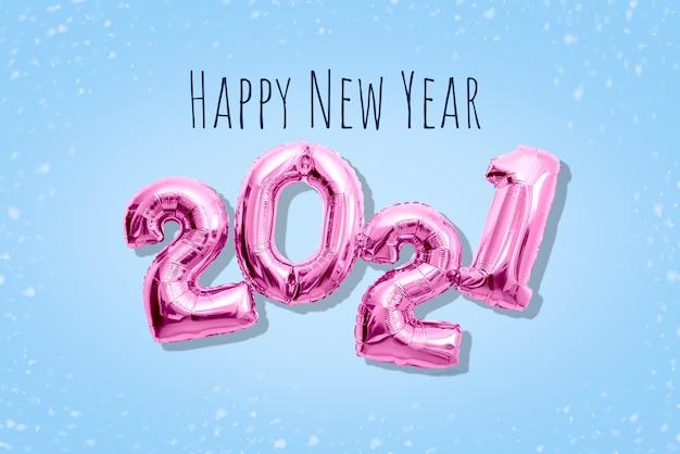 핑크 반짝이 숫자 2021 2021, 새해 복 많이 받으세요 개념 평면 배치 파스텔 음영. 프리미엄 사진