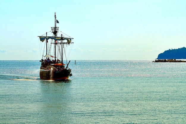 A pirate ship at the open sea | Photo: Freepik