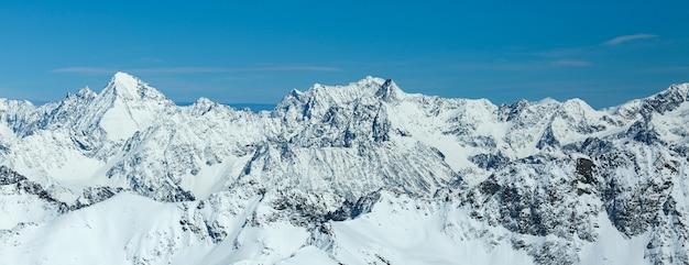 冬の風景、スキーリゾートpitztaler gletscherのパノラマ。 wildspitzbahn。アルプス。オーストリア。 Premium写真