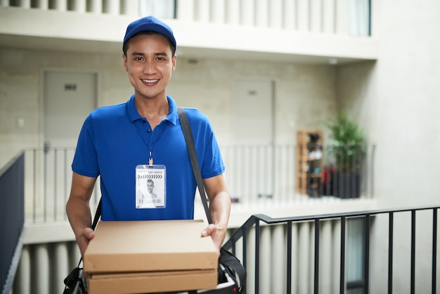 Pizza delivery Free Photo