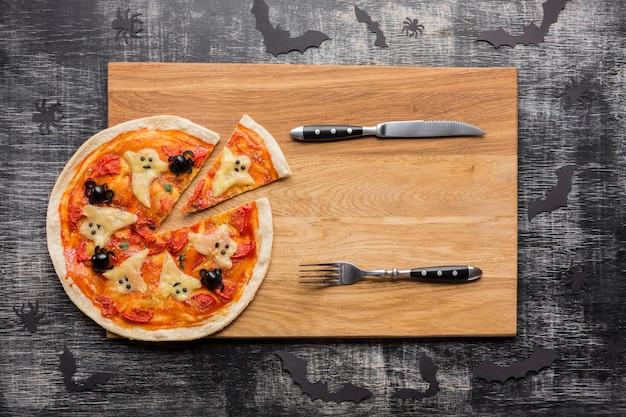 Pizza slices with halloween ghosts and cutlery Free Photo