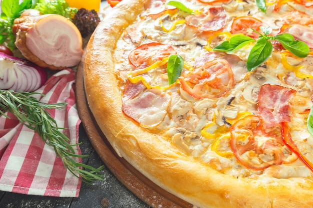 Pizza with dry cured ham and basil Premium Photo