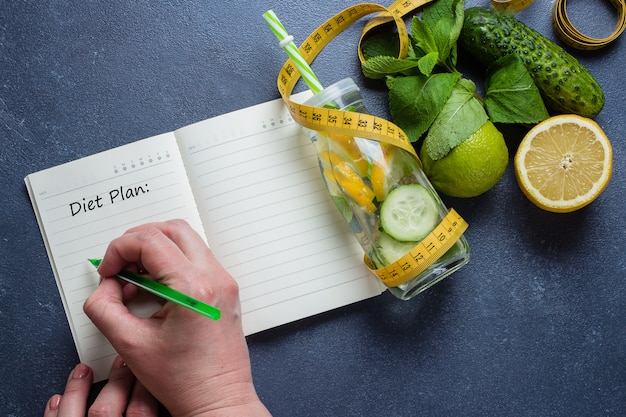 Plan diet menu and fitness workout routine. healthy detox water for slimming down Premium Photo