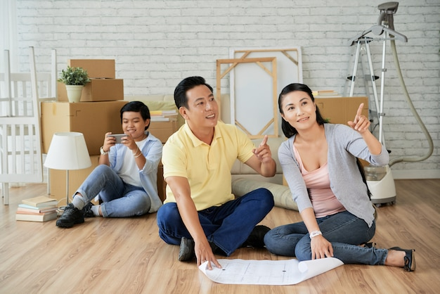 Planning decoration of new apartment Free Photo