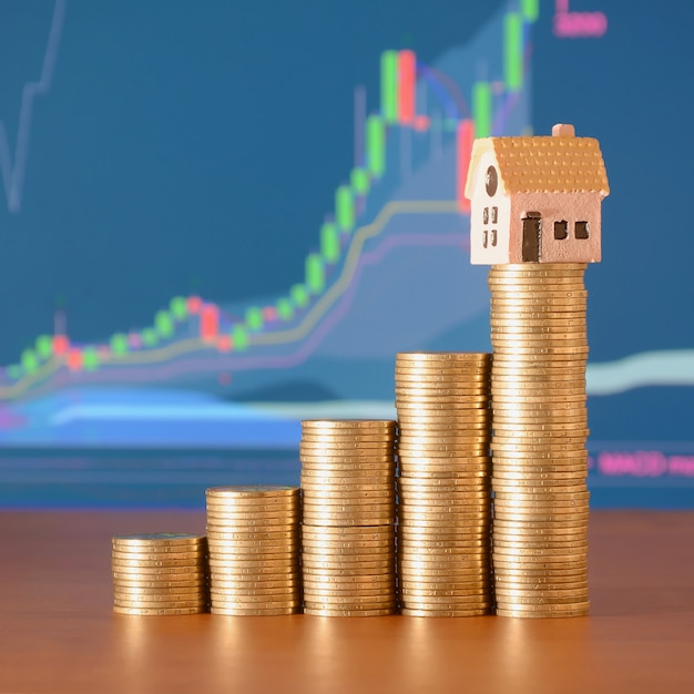 Planning savings money of coins to buy a home Premium Photo