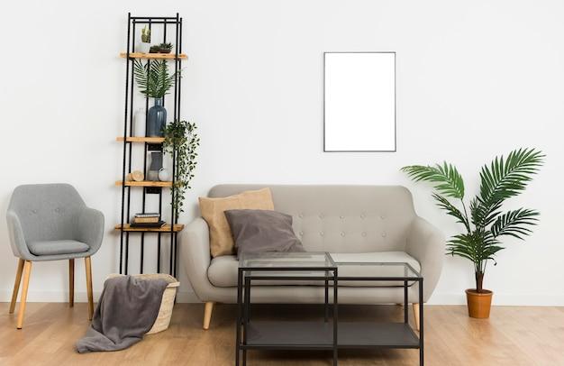 空のフレームとソファのある植物 Premium写真
