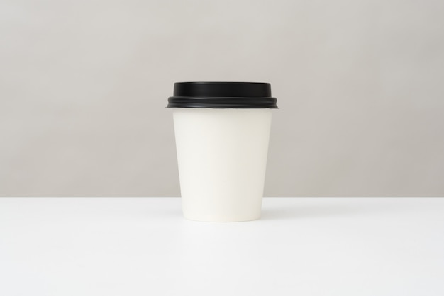 Plastic cup for hot drinks with a lid Premium Photo