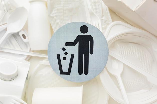 Символ утилизации пластиковых тарелок и чашек Бесплатные Фотографии