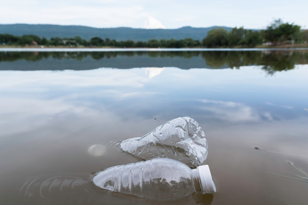 Plastic water bottles pollution in the river. plastic trash in water. environmental pollution . Premium Photo