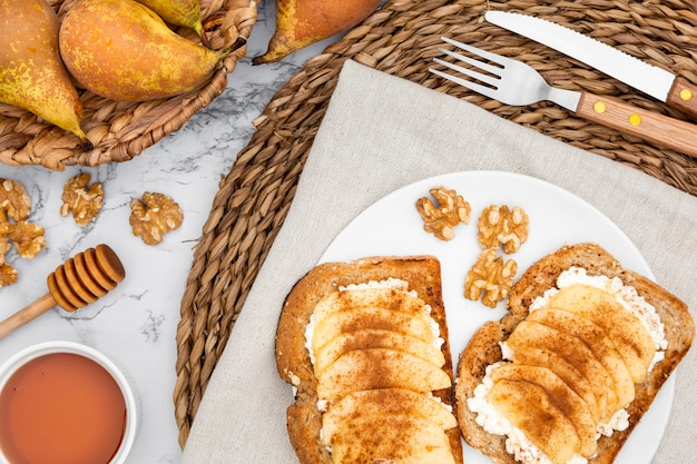 Plat with toast and basket of pears Free Photo