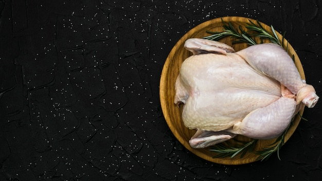 Plate with chicken and rosemary Premium Photo