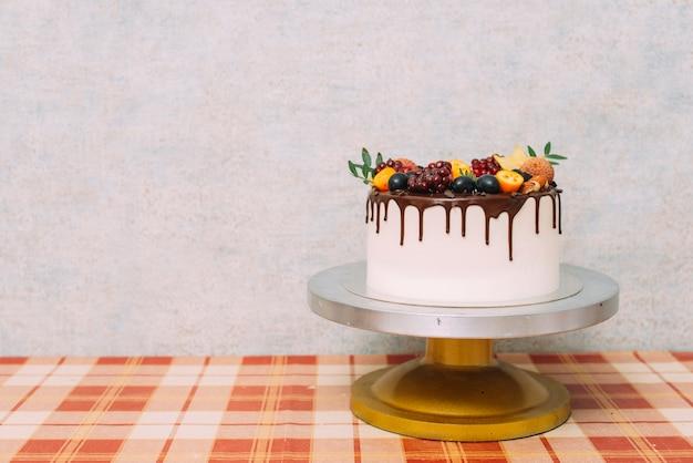 Пластина с восхитительным тортом Premium Фотографии