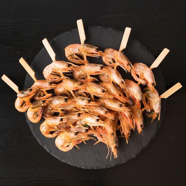 エビの串焼きプレート 無料写真