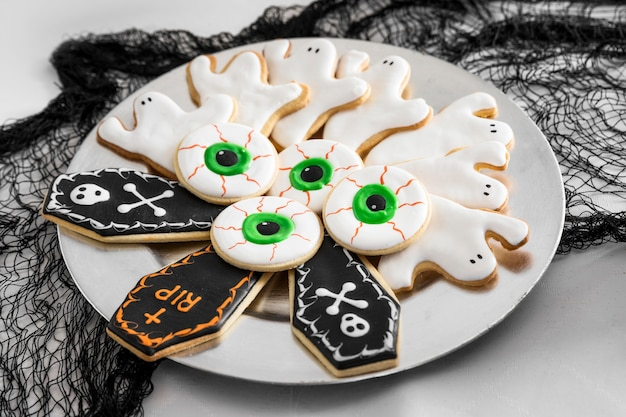Plate with specific halloween treats Free Photo