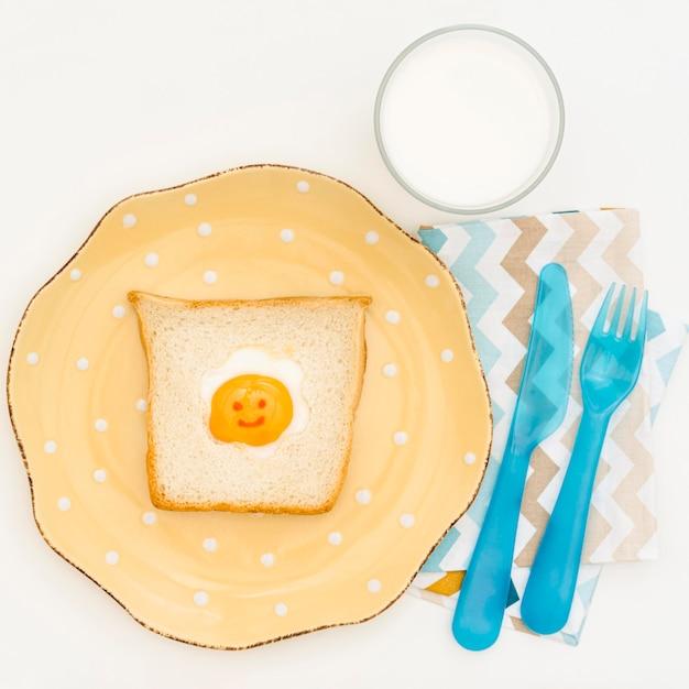 Тарелка с тостом для ребенка Бесплатные Фотографии