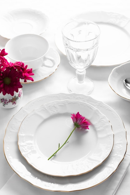 Plates arrangement with pink flowers Free Photo