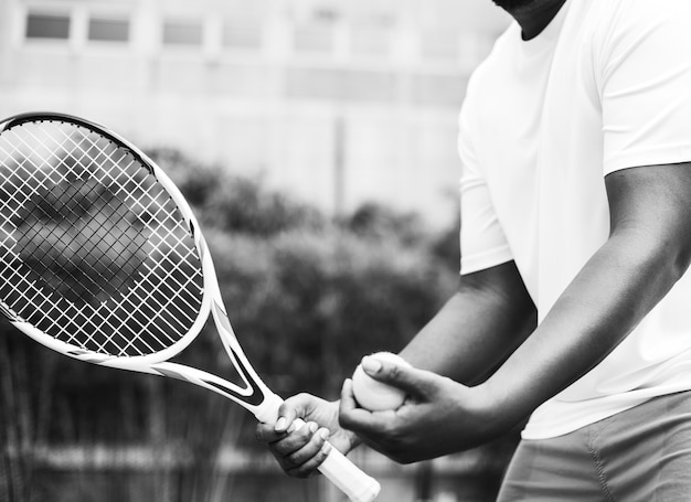 Player getting ready for a serve in tennis Free Photo