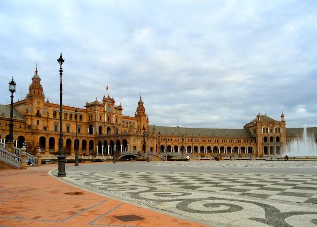 Plaza de espana, stunning historic square built for the ibero-american exhibition or the expo 29 in 1929, seville, spain Premium Photo