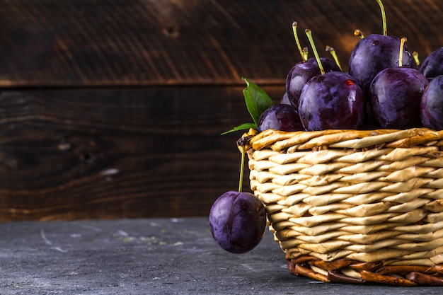 Plums in a basket Premium Photo