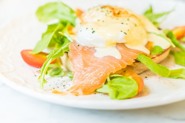 Poached eggs with salmon and rocket salad Free Photo