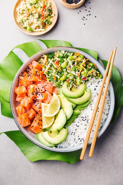 Poke bowl with salmon served in bowl Premium Photo