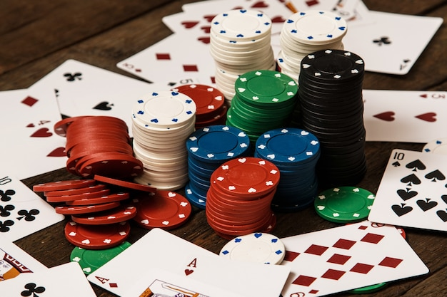Poker cards and chips Premium Photo