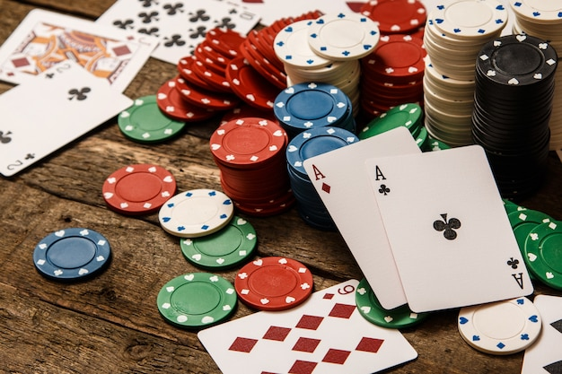 poker-cards-chips_144962-1074.jpg (626×417)