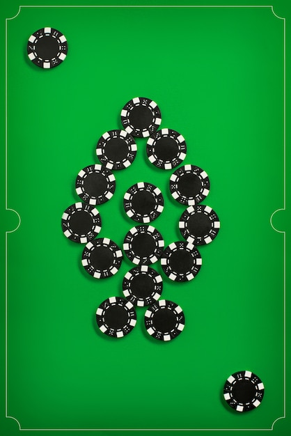 poker-chips-green-wall_155003-8074.jpg (626×937)