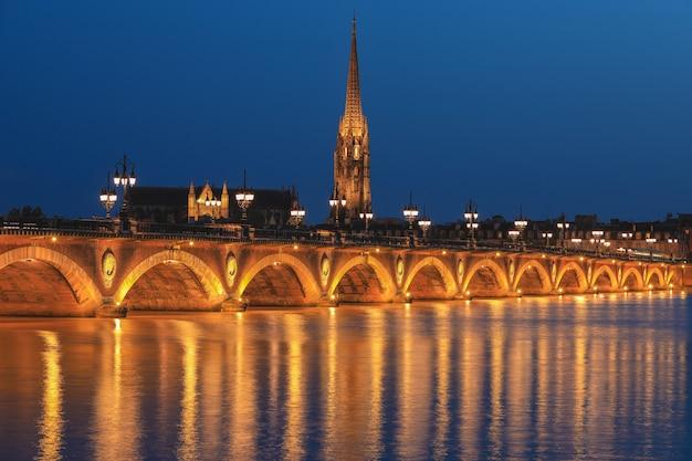 Pont de pierre over the garonne river in bordeaux, france Premium Photo