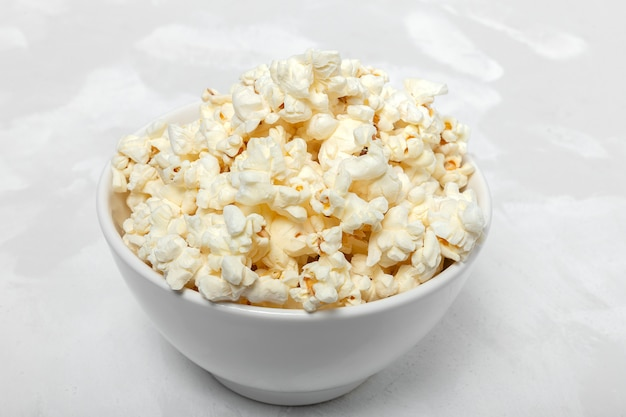 Popcorn on colored backgrounds Premium Photo