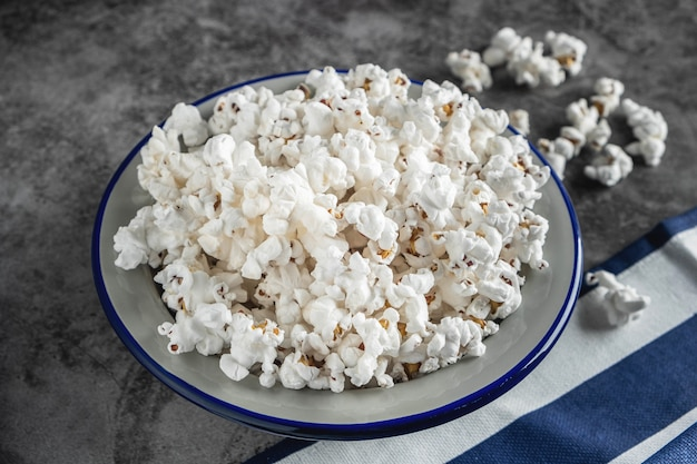 Popcorn in a plate on the table Premium Photo