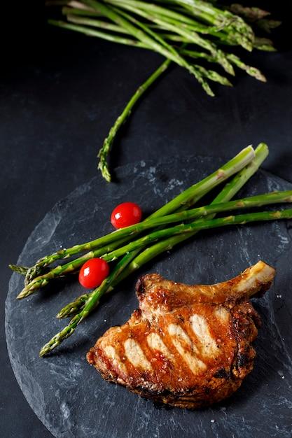 Pork chop with green asparagus Premium Photo