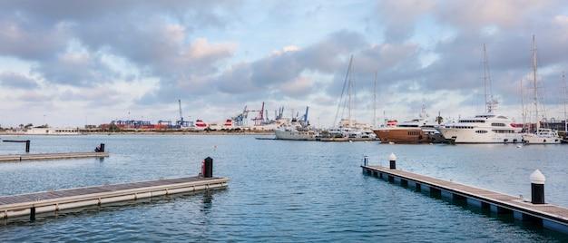 Port of valencia Premium Photo