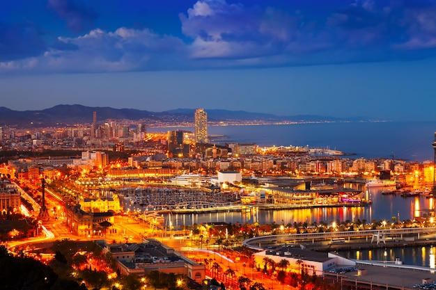 Port vell and cityspace in barcelona during evening Free Photo