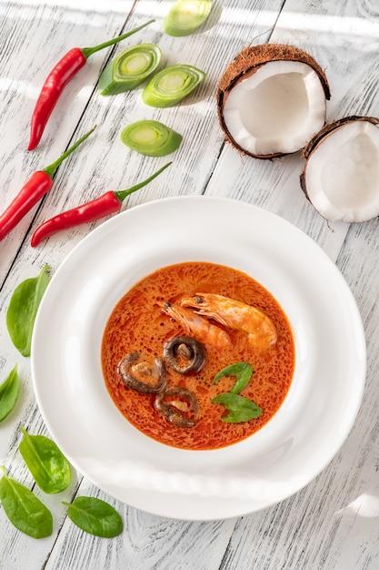 Portion of tom yum soup Premium Photo