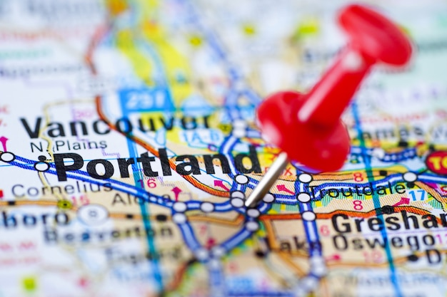 Portland, oregon road map with red pushpin, city in the ...