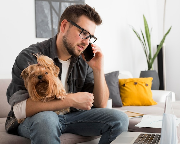 Portrait of adult male talking on the phone Premium Photo