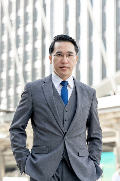 Portrait asian business man business district ,senior visionary executives leader with business vision - lifestyle business people concept Free Photo