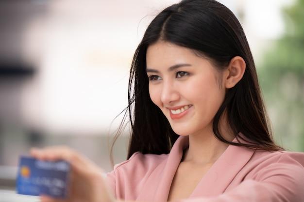 Portrait of asian young woman smiling Premium Photo