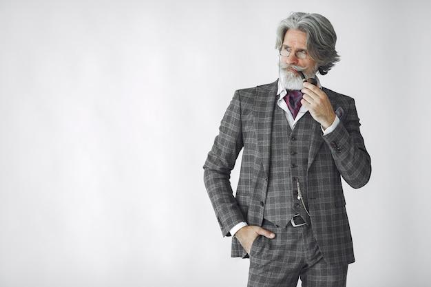 Ritratto del maschio inglese della testarossa barbuta. Foto Gratuite