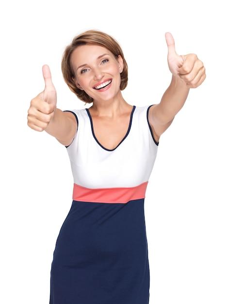 Ritratto di una bella donna adulta felice con il pollice in alto segno isolato sul muro bianco Foto Gratuite