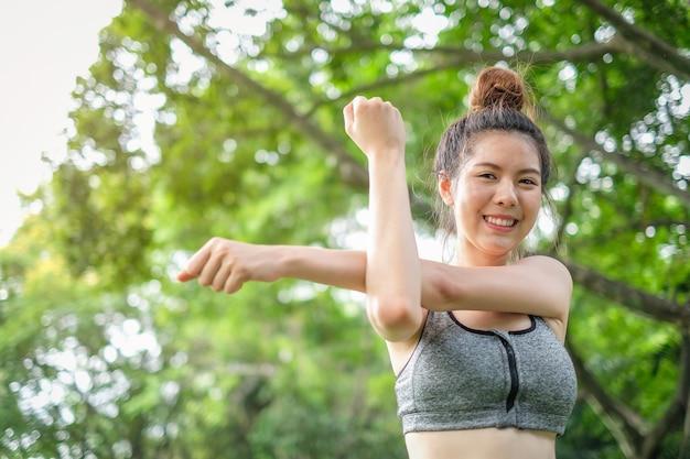 e1d5ad190a5d9 Portrait of beautiful asian sport woman exercise Photo