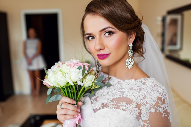 Portrait of beautiful bride in white wedding dress bright make up. Free Photo