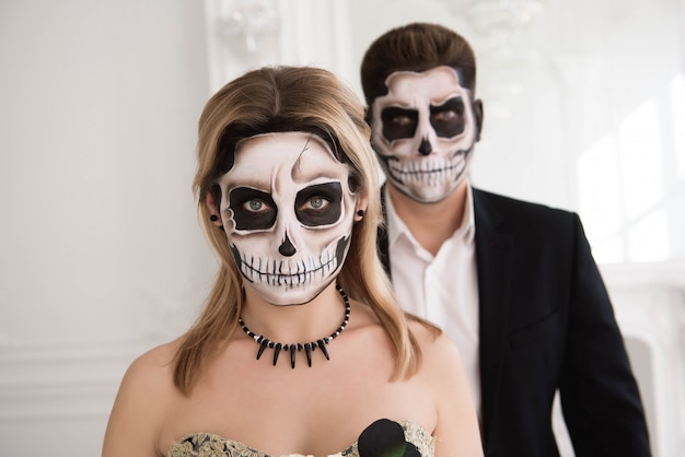 Portrait of a beautiful couple in medieval costumes with vampire Premium Photo