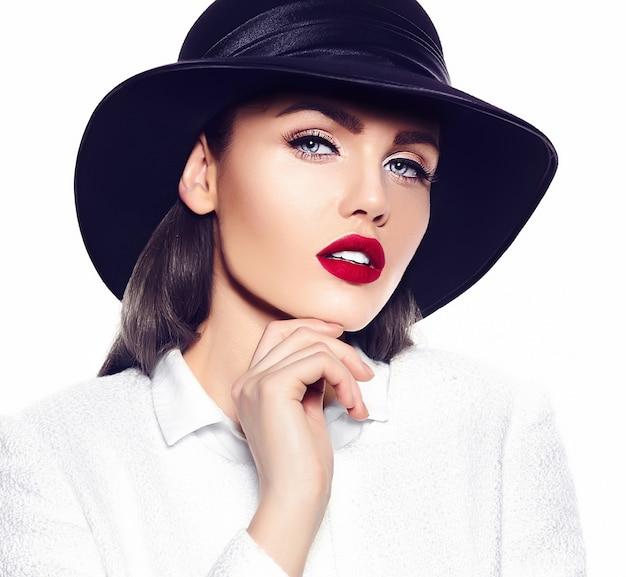 Portrait of beautiful stylish young woman Free Photo